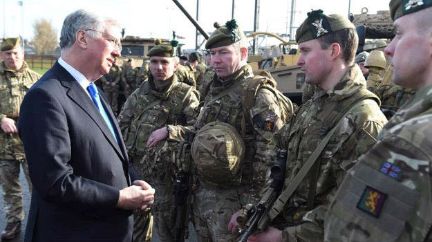 Iraq-bound troops praised by UK defence secretary