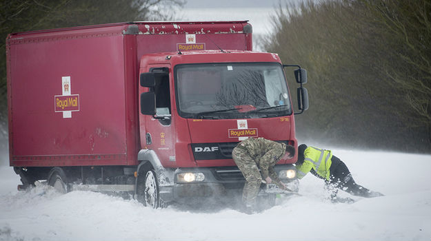 UK armed forces thanked for snow efforts